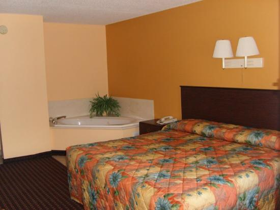 Country Hearth Inn and Suites: Jacuzzi Suites
