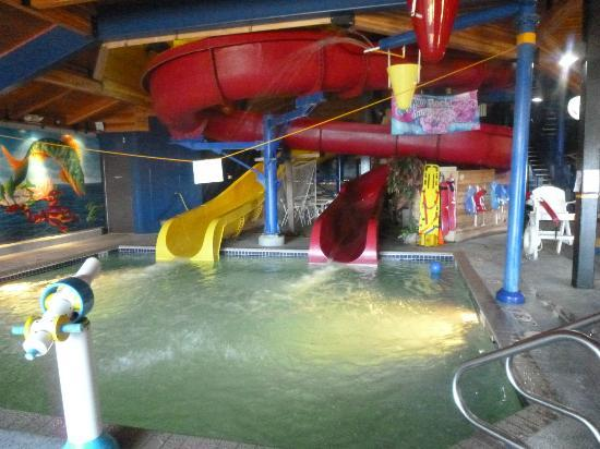 AmericInn Ashland : water park with 2 large slides