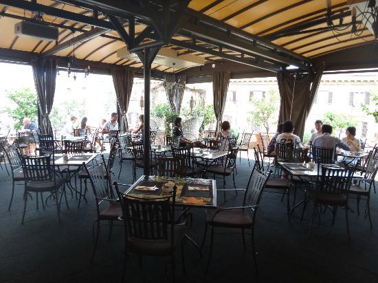 Hotel Dei Consoli: breakfast terrace