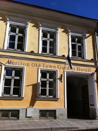 Meriton Old Town Garden Hotel: facade