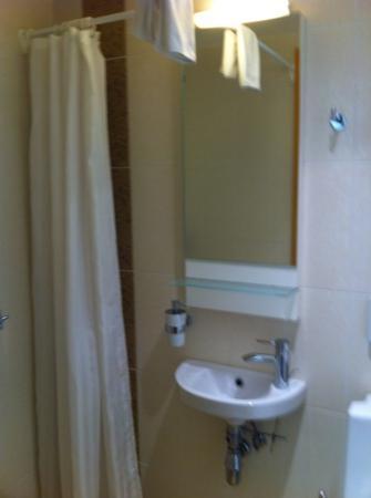 Meriton Old Town Garden Hotel: bath