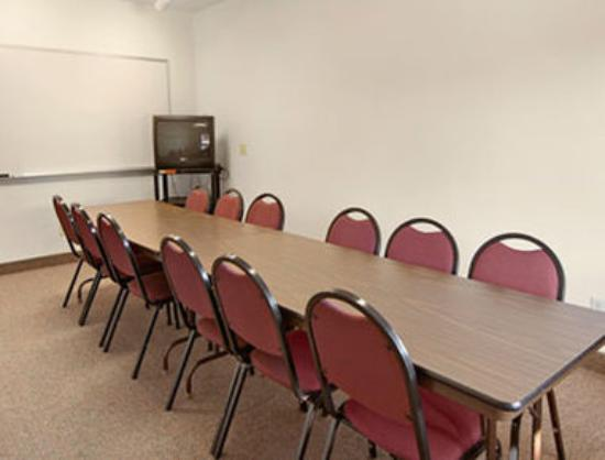 Super 8 Salem: Meeting Room