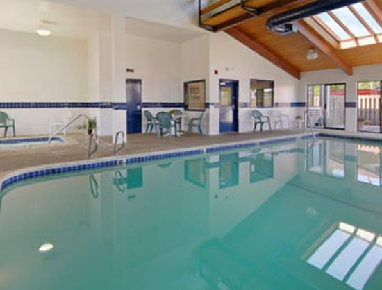 Super 8 Salem: Indoor Pool  Spa