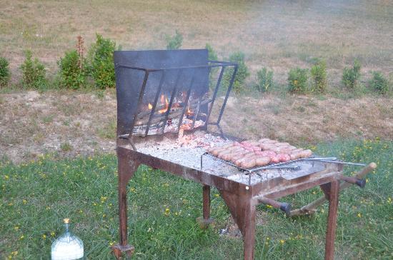 Cerqua Rosara Residence: BBQ