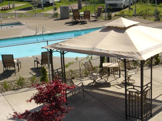 ‪‪Premier RV Resorts of Salem‬: Heated pool and large spa (seasonal)