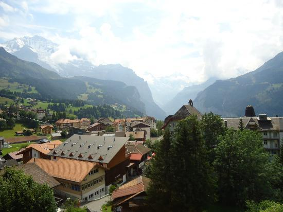 Hotel Jungfraublick Wengen: View from the balcony (3rd floor room)
