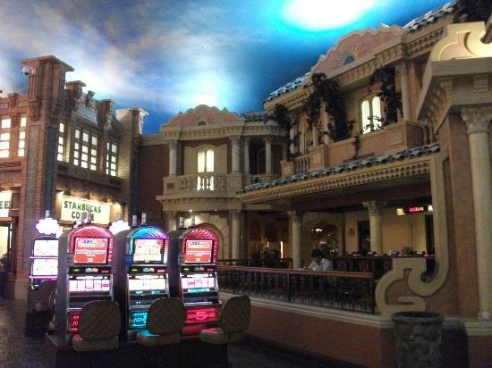 Sunset Station Hotel and Casino: inside casino