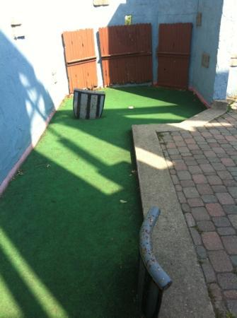 Wild Water Kingdom : typical holes at the mini golf