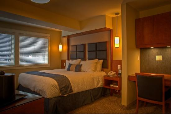 Coast Penticton Hotel: Premium Suite -2 Queen Beds