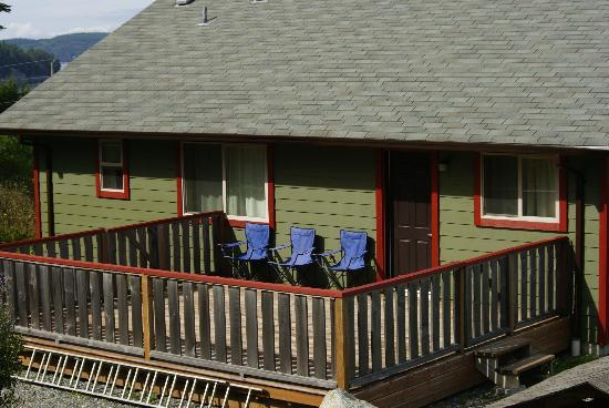Home Away From Home Cottage - Bears Den & Eagles Nest: Rear decking area