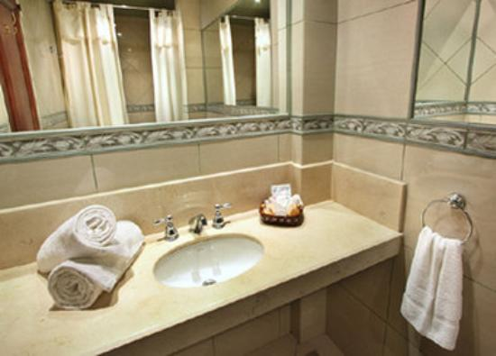 BA Central Hotel: Guest Bathroom