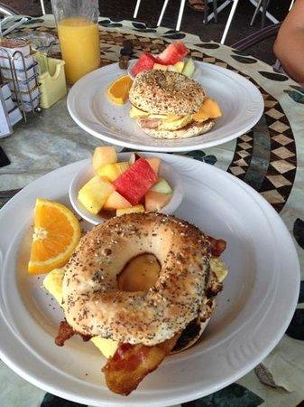 The Broken Egg: Broken Eggwich