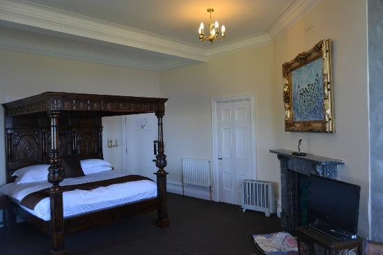 Camelot Castle Hotel: Bedroom