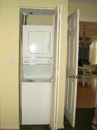 Wyndham Royal Vista: rm 7712, washer and dryer in bedroom