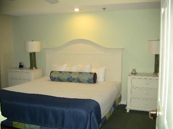 Wyndham Royal Vista: bedroom in rm 7712