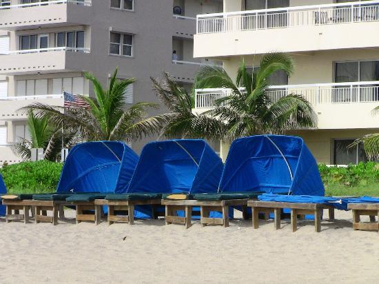 Wyndham Royal Vista: cabana's with lounge beds for rent