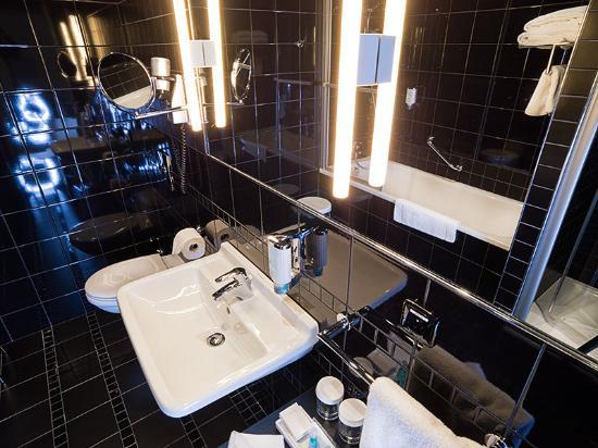 Hotel Yasmin: Bathroom