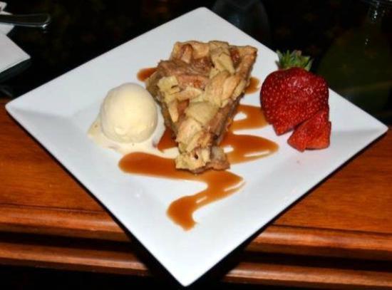 Speakeasy Bar: Apple pie with bourbon ice cream