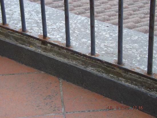 هوتل جاكارينو: our balcony rails