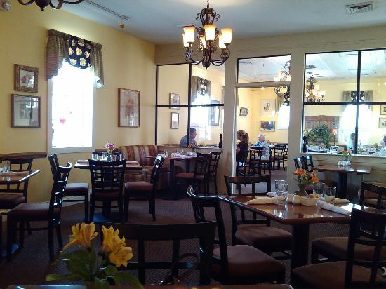 Bonanno's Madison Inn Restaurant: View of dining room