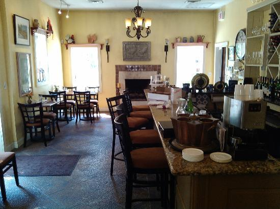 Bonanno's Madison Inn Restaurant: View of entrance and bar area