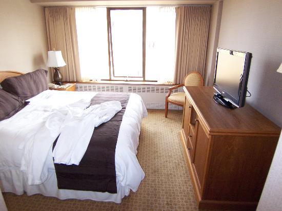 The Hotel Captain Cook: Bedroom of a Captain's Deck Suite