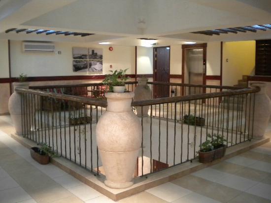 Al Liwan Suites: Primer planta