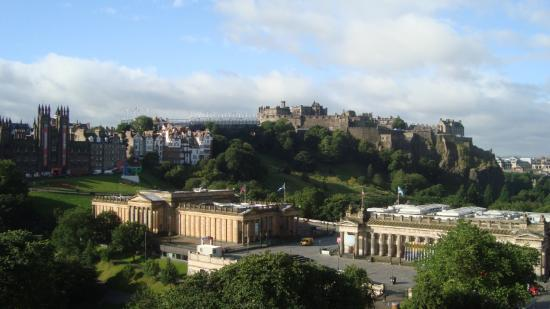 Mercure Edinburgh City - Princes Street Hotel: view from the balcony 7th floor