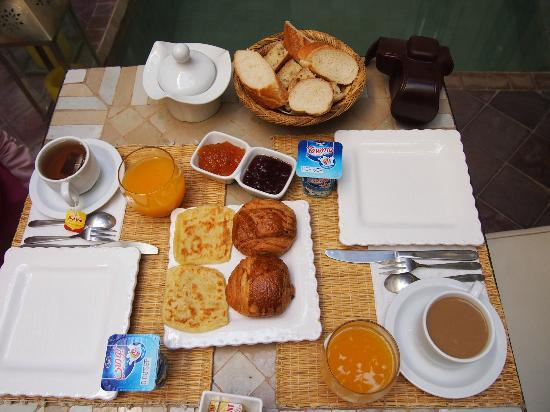 Riad Jardin des Reves: Breakfast.