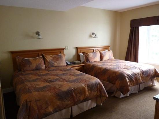 Irwin's Mountain Inn: Room 256 - Beds