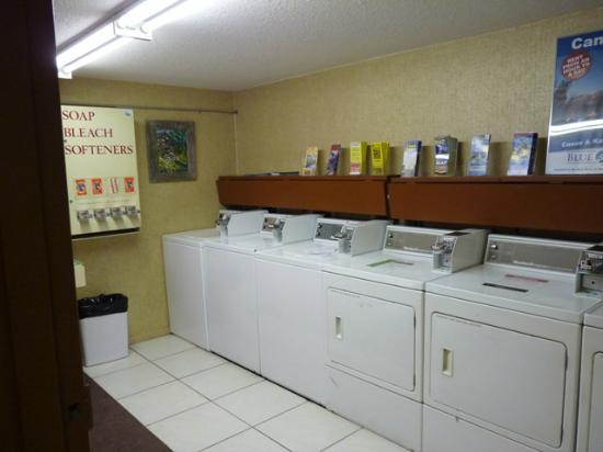 Irwin's Mountain Inn: Laundry Room