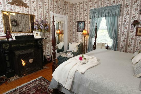 Belle Hearth Bed and Breakfast: Our Orchid Room