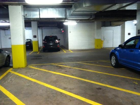 Residence Inn Hartford Downtown: Pukey Parking Garage