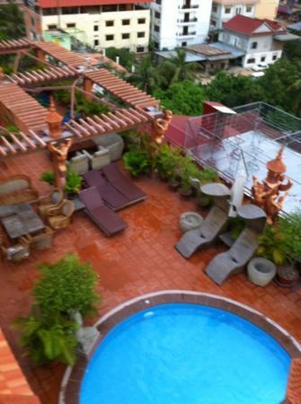 Okay 1 Villa: rooftop pool area pre storm