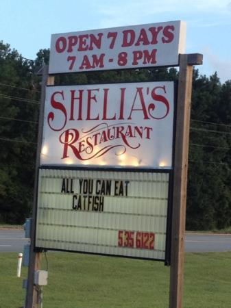 Shelia's Restaurant: Friday and Saturday night Seafood Buffet