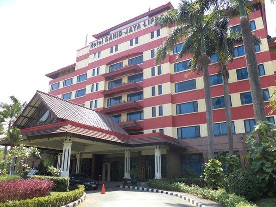 Hotel Sahid Jaya Lippo Cikarang: The Front View