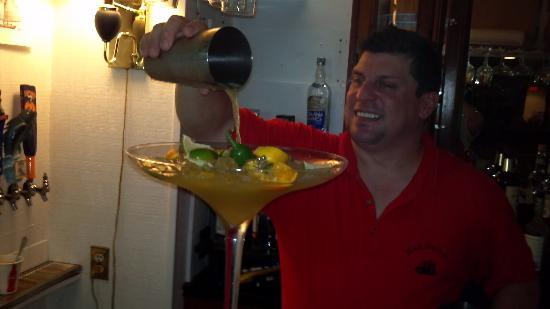 Red Jacket Seafood Restaurant & Lounge: Ian the drink master