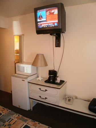 Riverside Inn Dallas:                                     TV, Mini-Fridge, Microwave