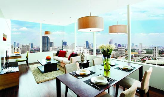 Pan Pacific Serviced Suites Bangkok: Living Room Day View