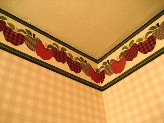 Main Street Motel: wallpaper detail - bathroom