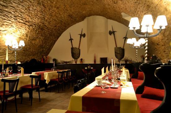 BEST WESTERN PLUS Hotel Meteor Plaza: Restaurant en el sótano del hotel