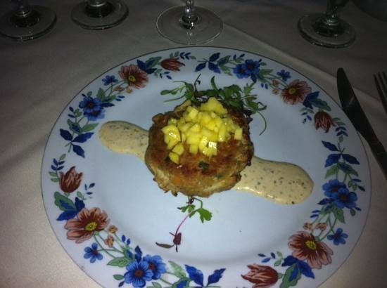 Zola Kitchen and Wine Bar: crab cake