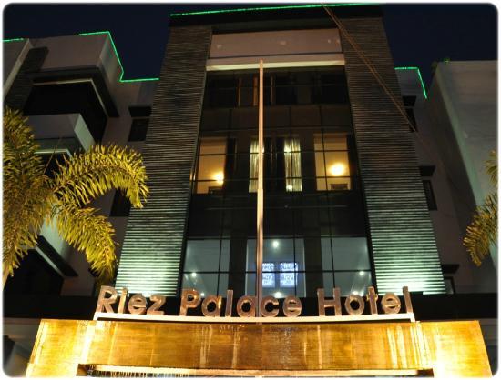 Riez Palace: Tampak depan