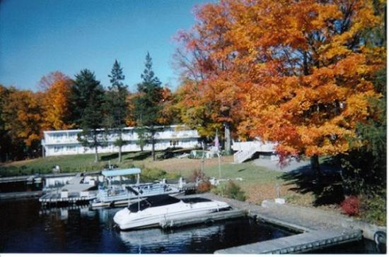 Antons on the Lake Country Inn & Marina: Fall