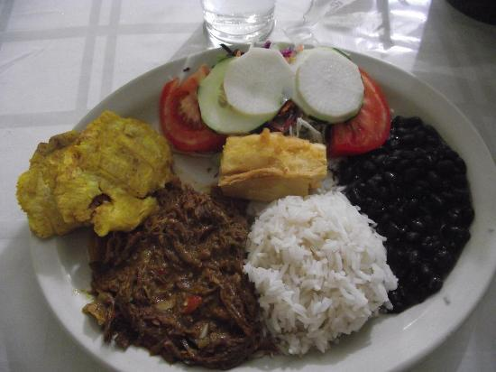 La Cubanita: Casado de Ropa Vieja (Beef).....DELISH!!!