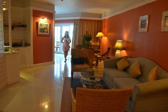 Andaman Seaview Hotel: Living Room