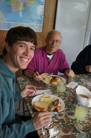 Saltery Lake Lodge: Hearty meals!