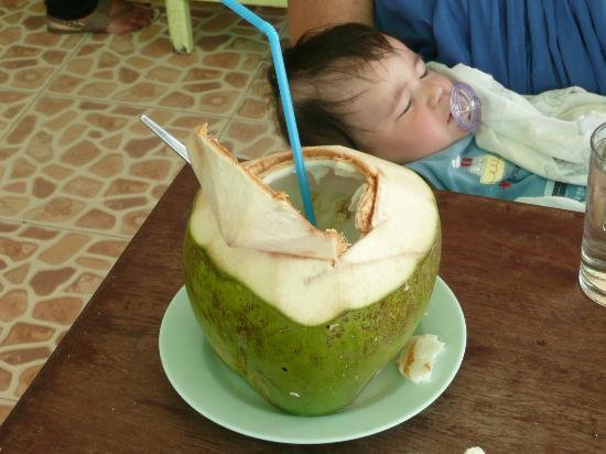Madame Green (Jay Khiew): Coconut drink