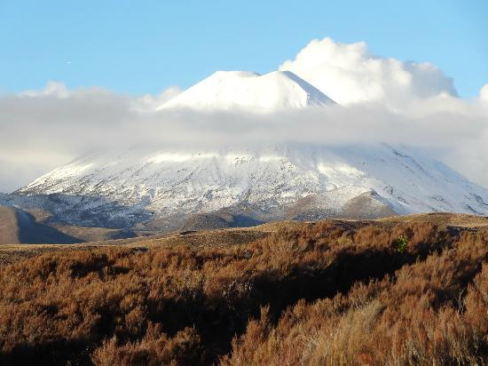 Skotel Alpine Resort: View of Mt Ngauruhoe form the room