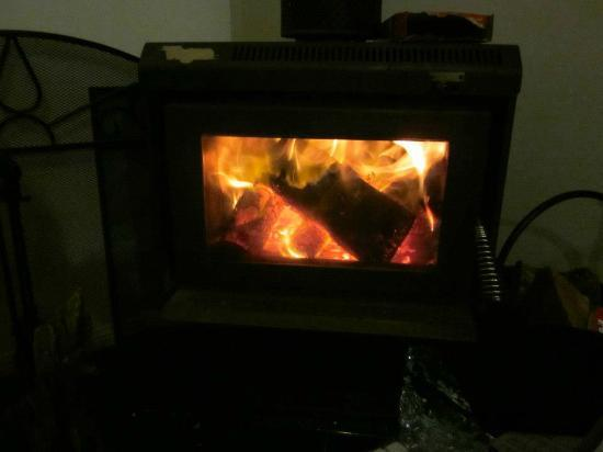 Goomburra Forest Retreat: Fire in the cottage
